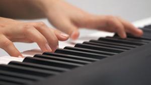 Bàn phím có độ nhạy cao với khả năng hoạt động ưu tú như một cây đàn piano