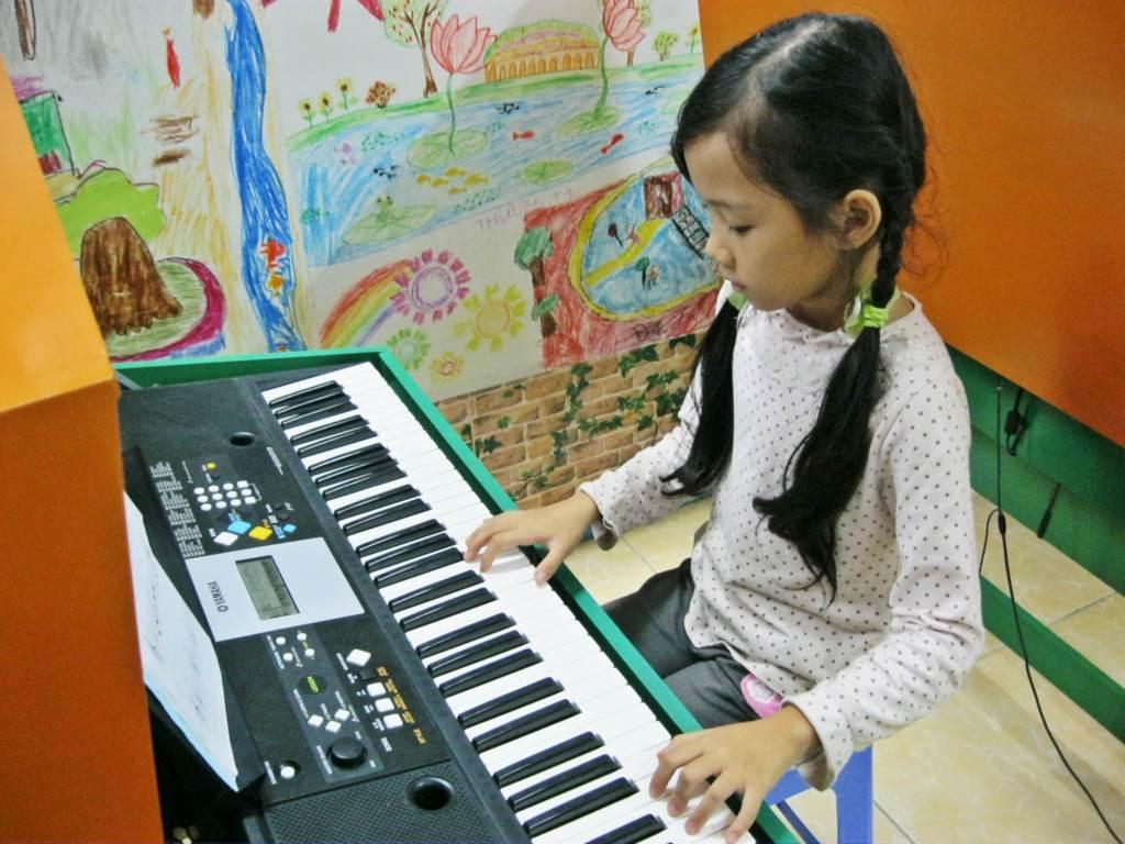 đàn organ cho bé 10 tuổi