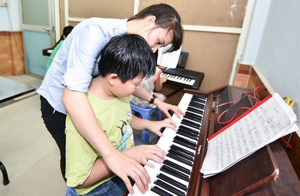 Chọn đàn organ cho giáo viên dạy nhạc