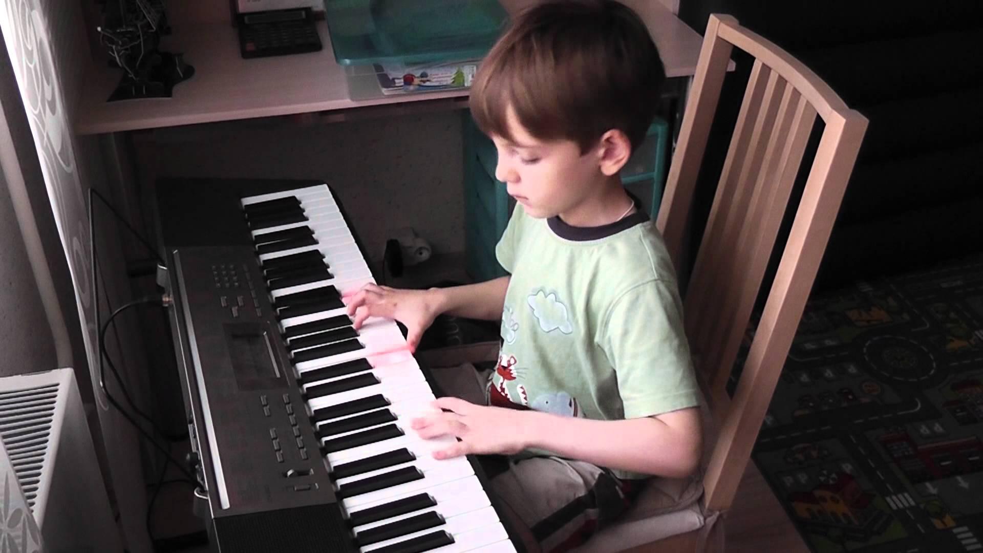 đàn organ phím sáng cho bé 4 tuổi