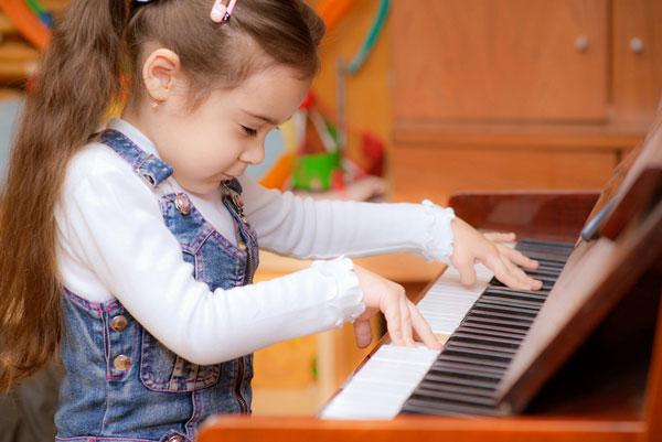Tác dụng của việc học đàn organ với trẻ em