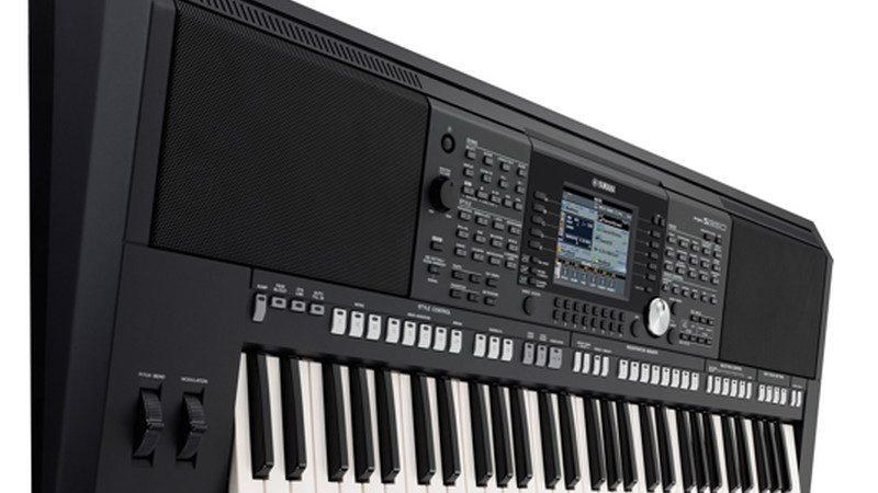 Nên mua đàn keyboard biểu diễn của Roland hay Yamaha?