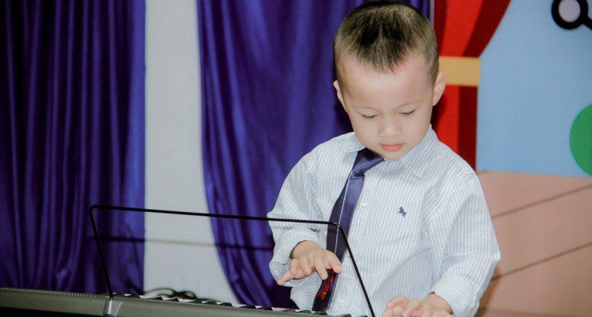 Cách khơi dậy tiềm năng âm nhạc cho trẻ