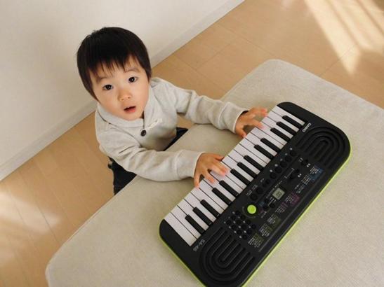 Đàn organ casio - Món quà âm nhạc dành tặng bé vào mùa hè